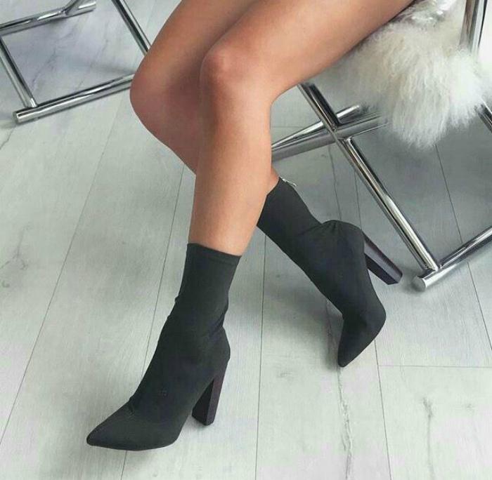 Классические ботильоны-носки.   Фото: Pinterest.