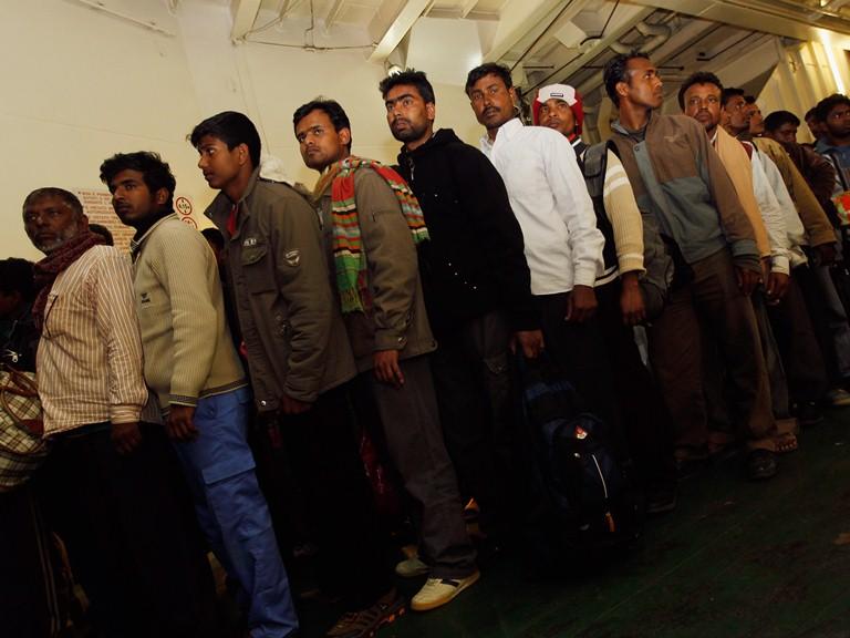 Беспредел мигрантов в Европе: власти показали масштаб изнасилований.