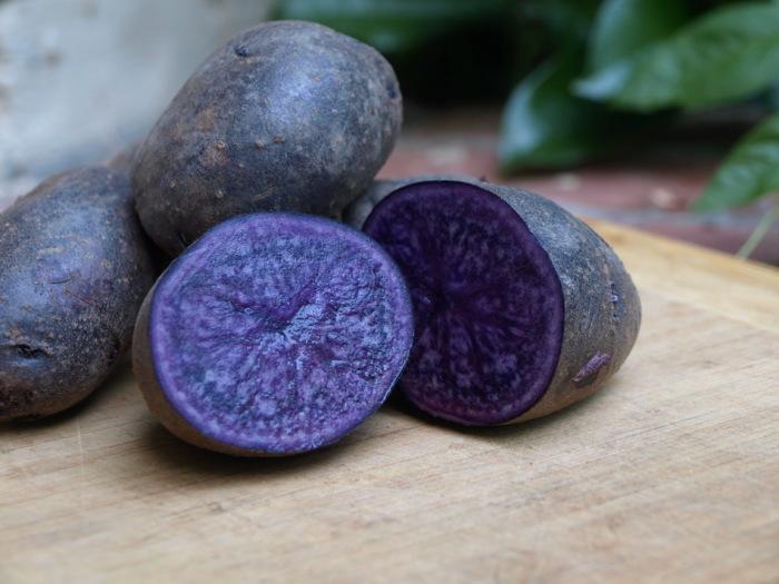 Разновидность сладкого картофеля, имеющая светло фиолетовую кожуру и темно фиолетовую мякоть.