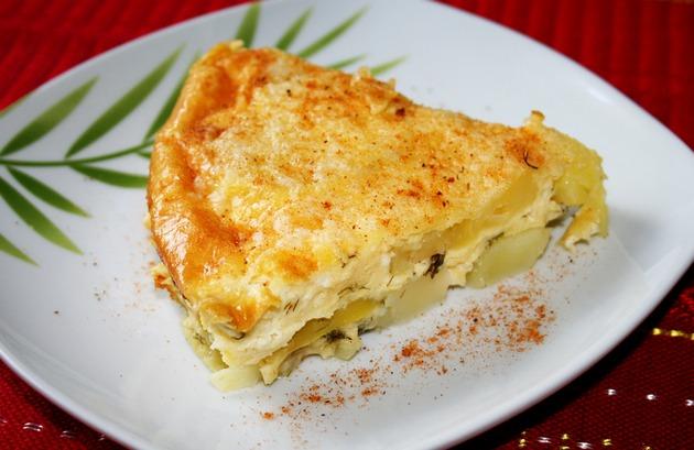 Картофель в духовке с сыром и луком