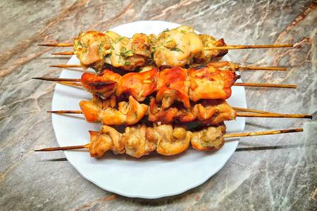Фото к рецепту: Куриный шашлычок в трёх разных маринадах