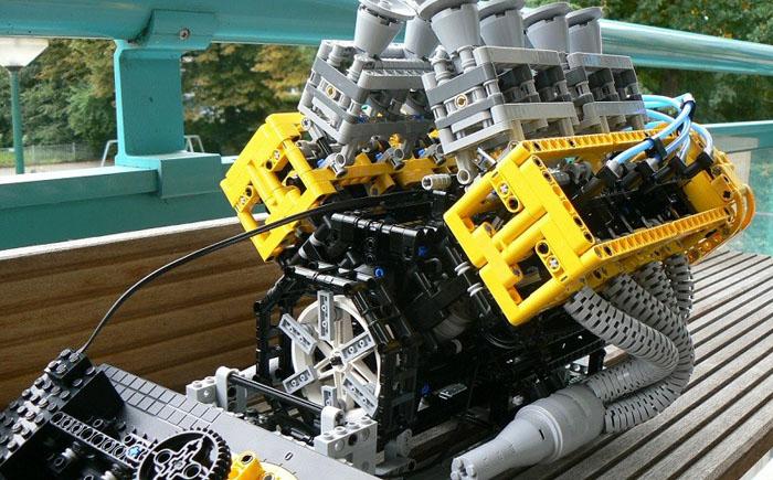 V-8-образный двигатель