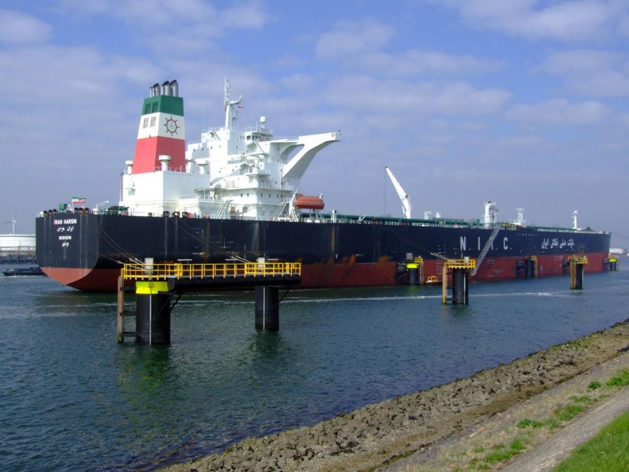 Экспорт иранской нефти в ноябре выше «прогнозов» и пожеланий США
