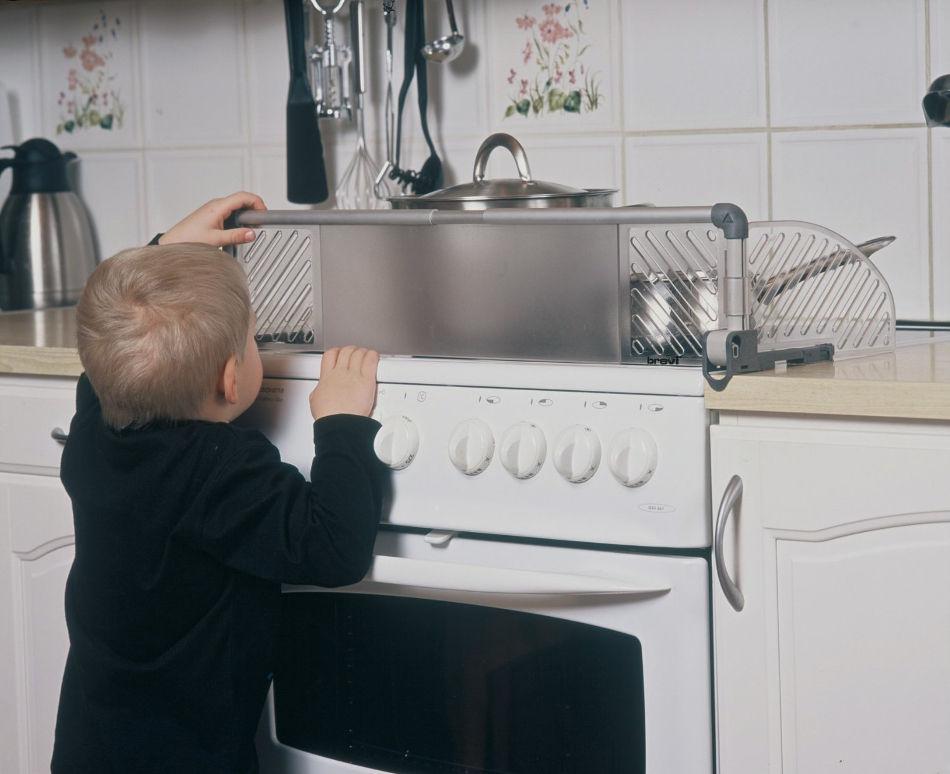 Как оставить ребенка дома од…
