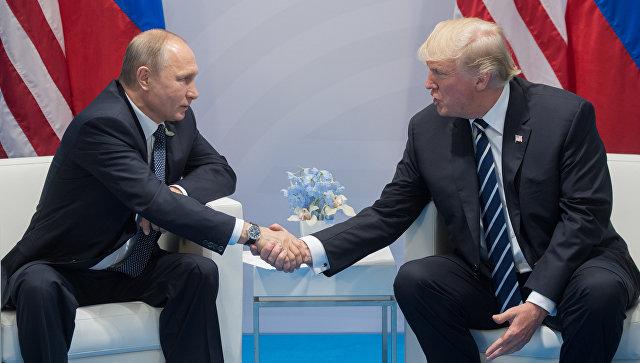 Опрос: в России стали лучше относиться к Трампу после его встречи с Путиным