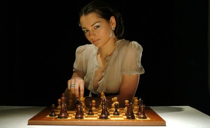 Доигрался...как я играл в шахматы на поцелуй, и чем дело кончилось...