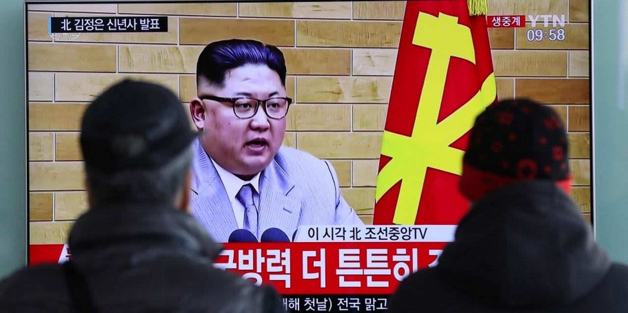 КНДР бросает атомную бомбу