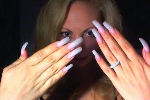 С такими ногтями подмываться