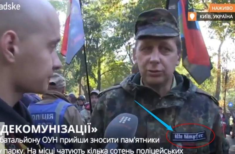 Азаров: Националисты пришли сносить памятник Ватутину в одежде с нацистскими шевронами