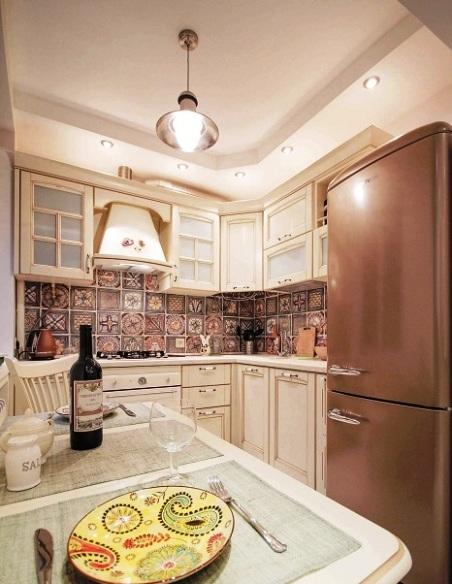 Как преобразить крохотную кухню — потрясающая идея для 5 кв. метров