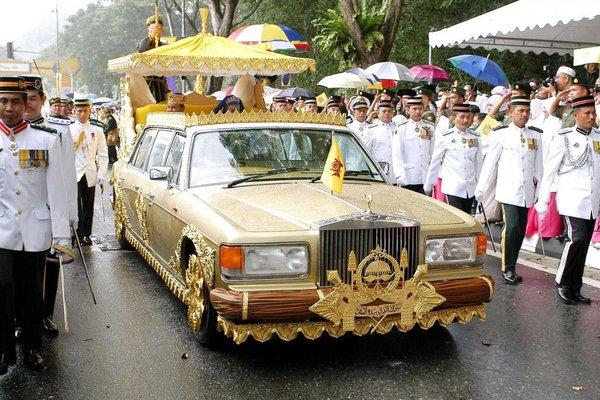 Золотой Rolls-Royce