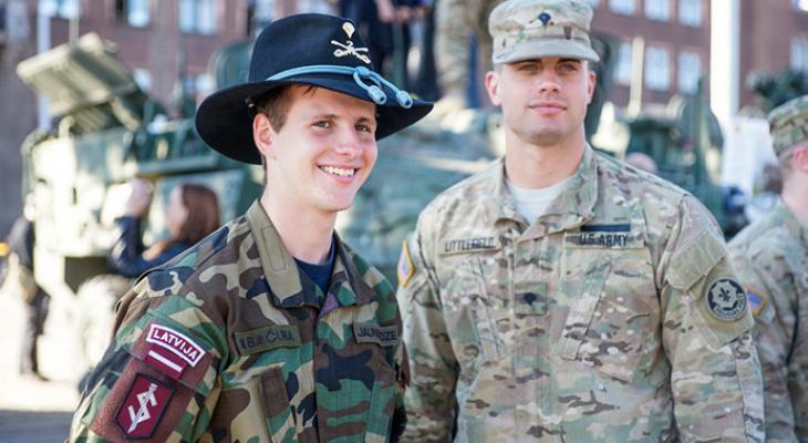 Латыши обвиняют США и НАТО в экономии на безопасности страны