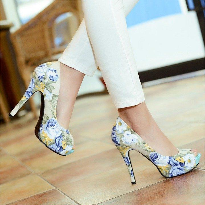 Романтичные туфли с цветочным принтом