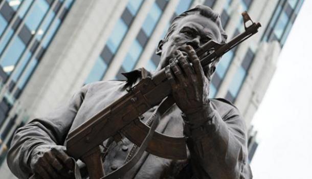 Макаревич раскритиковал памятник Калашникову - скульптор ответил
