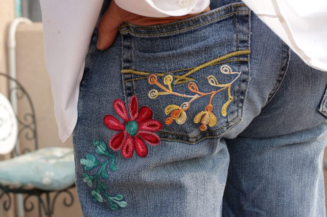 Модные джинсы с вышивкой не должны быть дорогими! Простой способ сделать свои собственные украшения