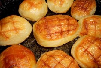 Повар отварил картофель и отправил в морозилку… Напоминает картофельное пюре в хрустящей корочке!
