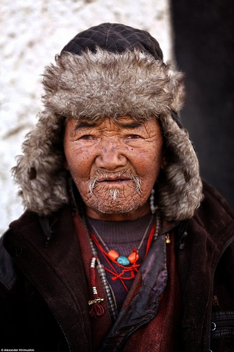 Все тибетцы любят носить украшения – даже мужчины!