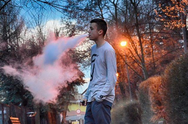 Геннадий Онищенко предложил полностью запретить электронные сигареты