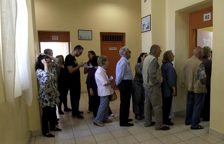 ТАСС: Олланд: только народ Греции может принимать решение о выходе из еврозоны