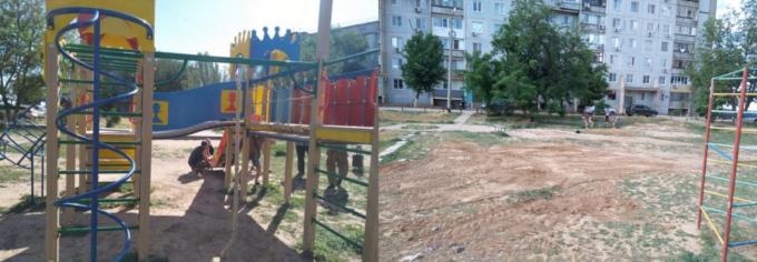 Жительница Ахтубинска пожаловалась на неблагоустроенную детскую площадку. В ответ её демонтировали
