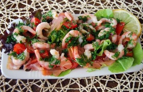 Салат из помидор черри с креветками