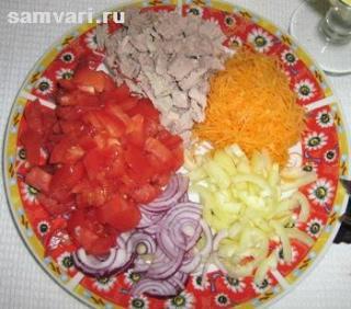 Салат из мяса, моркови и помидоров