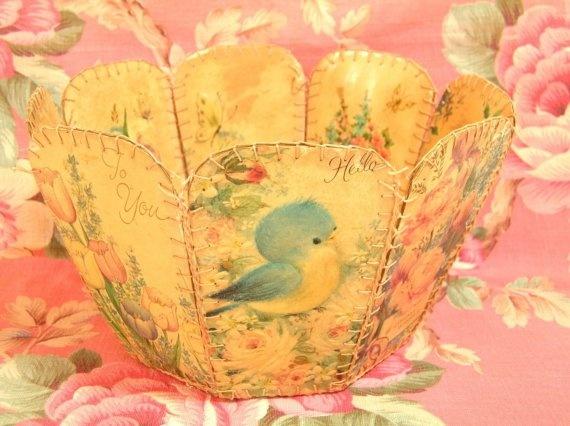 корзина изготовлена из старинных открыток!