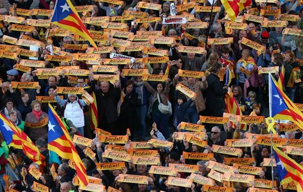 В Барселоне прошел массовый митинг в поддержку властей Каталонии