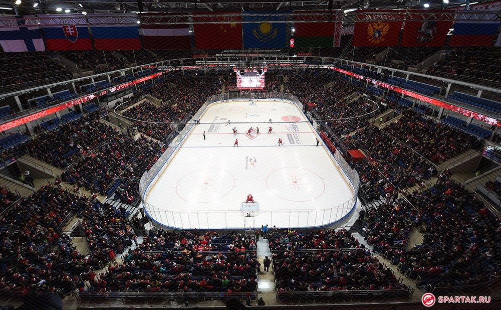 Как Россия сходит с ума по новогоднему хоккею