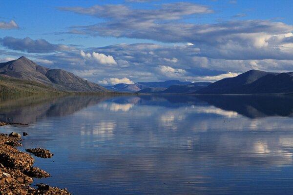Озеро Лабынкыр - место обитания русского Лохнесского чудовища