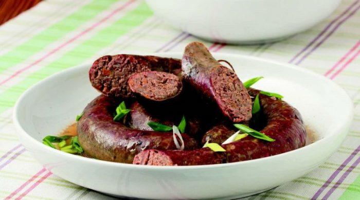 Очень вкусная домашняя колбаса из куриной печени и гречки.  Фото: mir-da.ru.