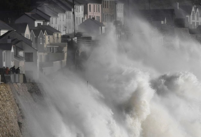 Тропический шторм накрыл Ирландию, Уэльс и Шотландию