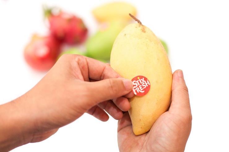 Изобрели стикеры, продлевающие свежесть фруктов