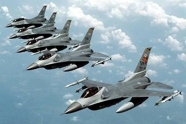 США сосредоточили корабли и самолеты у сирийской авиабазы Шайрат