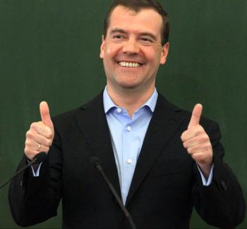 Из-за приземления вертолета Медведева другим судам было отказано в посадке
