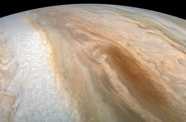 На Юпитере разыгрался шторм