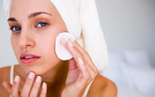Техника нанесения тонального крема: 6 простых шагов к идеальному макияжу
