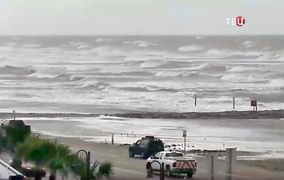 Тропический ураган Нэйт движется в сторону США