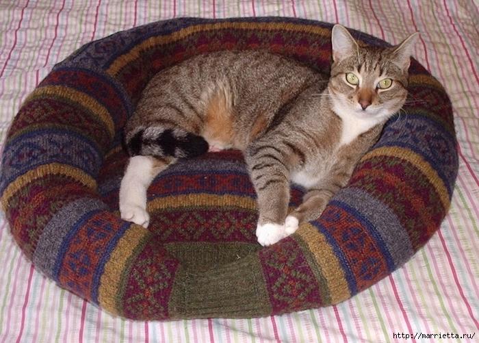 Кроватка для кошки из старого свитера. Мастер-класс (12) (700x501, 324Kb)