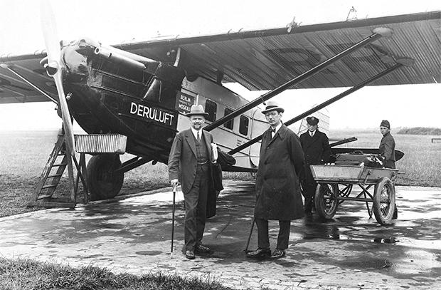 Первые пассажирские авиаперелеты в России