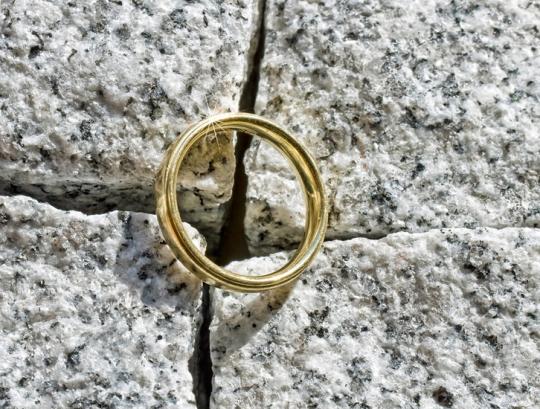 Почему мужчины не носят обручальное кольцо .