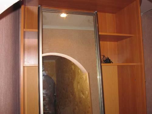 Установка дверного полотна шкафа