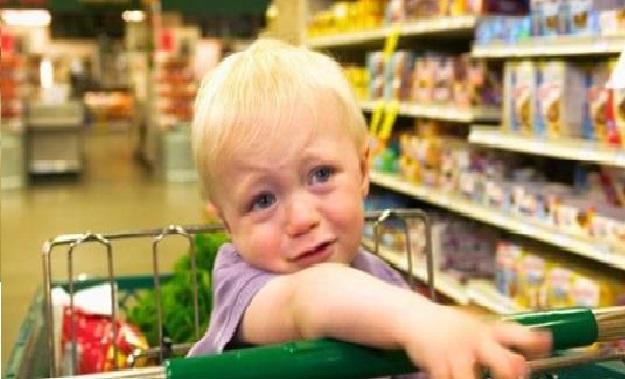 «Зашла в магазин. Краем глаза вижу: мама с сынишкой лет 6-ти, одеты бедненько»