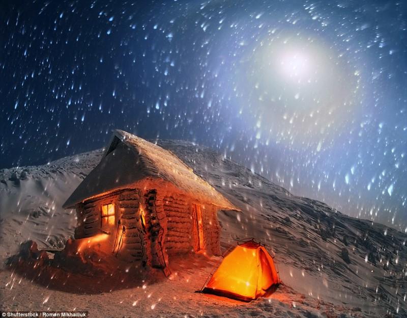 Бесстрашные путешественники могут отправиться на самую высокую гору Украины - Говерлу, а переночевать либо в палатках, либо в охотничьих домиках кемпинг, мир, опасность, отдых, палатка, путешествие, турист, экстрим