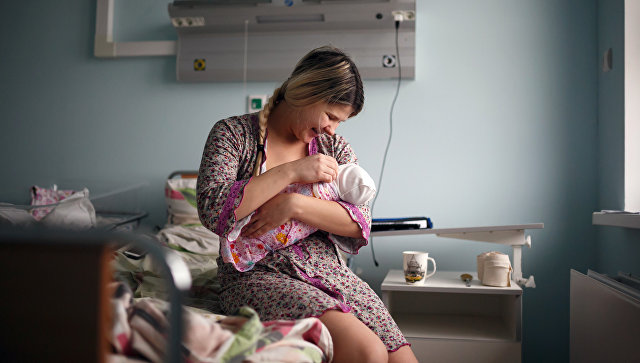 Госдума приняла закон о выплатах при рождении первенцев