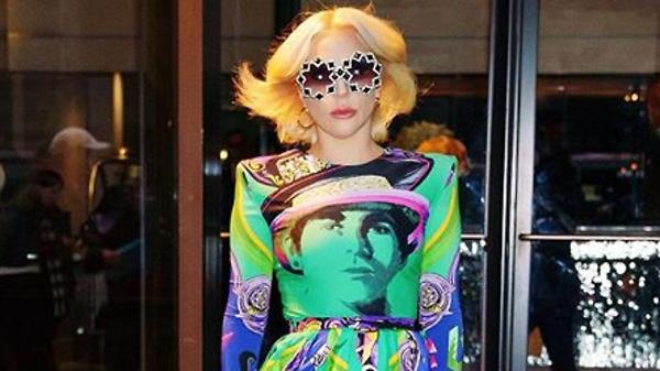 Образ дня: Леди Гага в Versace