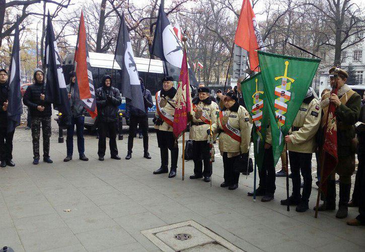 В Варшаве митинговали за раз…