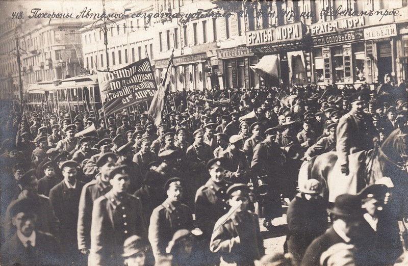 Похороны автомобильного солдата, убитого 28 апреля 1917 г. на Невском проспекте