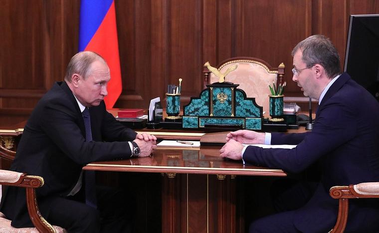 Путину рассказали о зарплатах врачей в 180 тысяч рублей