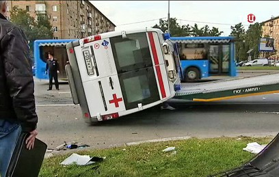 Три человека пострадали в ДТП со скорой помощью в Москве